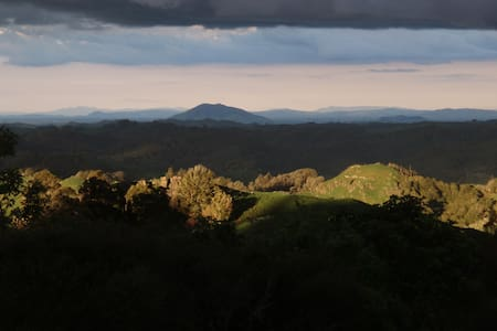 Rock Retreat B&B,stunning views. - Waitomo
