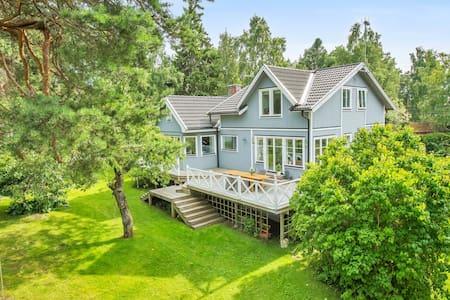 Stor, fantastisk villa på Solö i Roslagen - Norrtälje SO - Casa