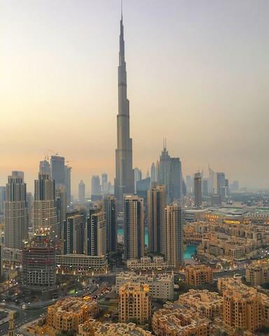 Brilliant studio overlooking the Burj Khalifa ⭐️⭐️⭐️⭐️