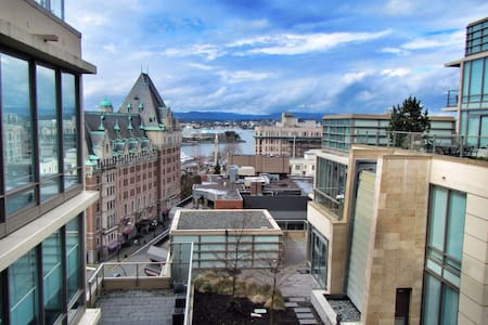 Beautiful Condo - Heart of Downtown - Victoria