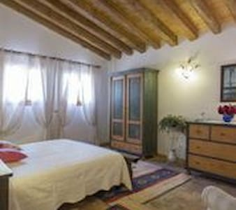 Cottage in the country side - Spresiano  - Aamiaismajoitus