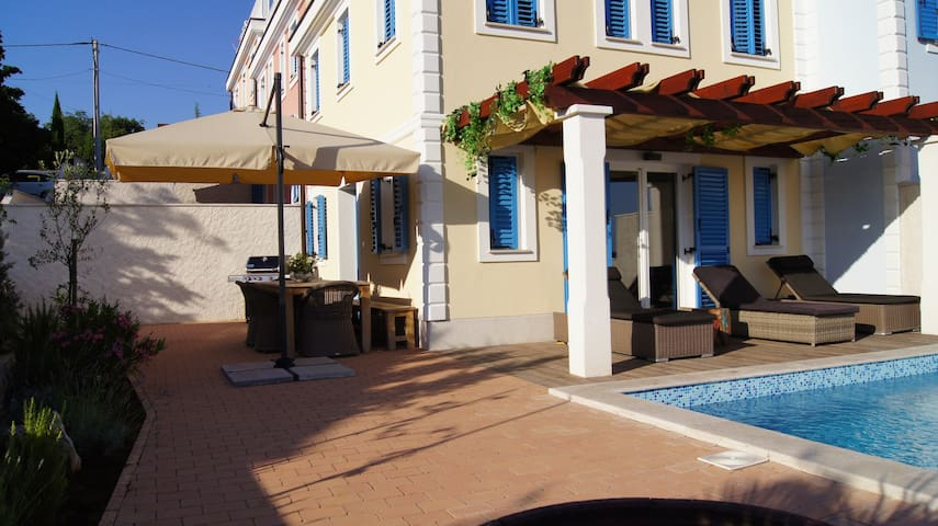KRK Villa PINIZICI - Pinezići - วิลล่า