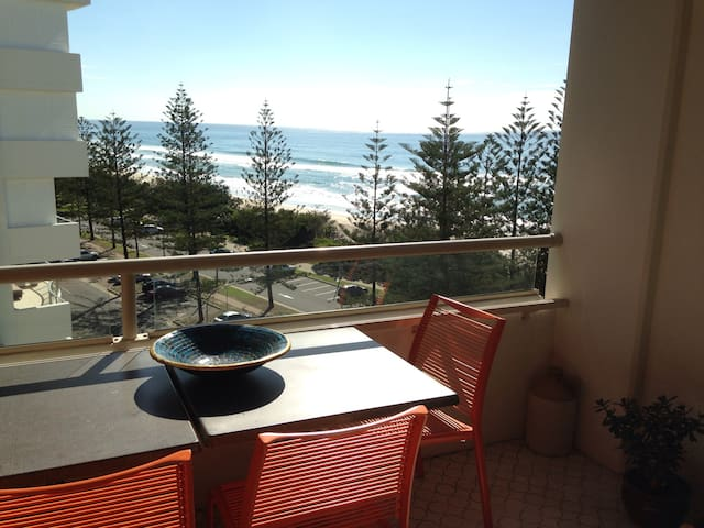 Esplanade beach front unit in Burleigh Heads!