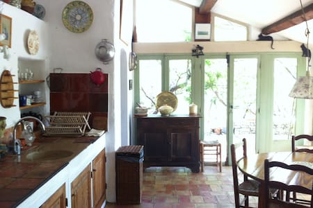 Charming little house with pool - Entrecasteaux - House