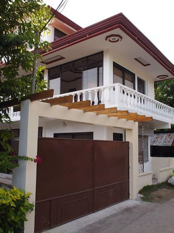 Bohol Town House 2 bedrooms (2-4 pax)