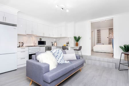 Clean & bright renovated 1 bed apartment Cottesloe