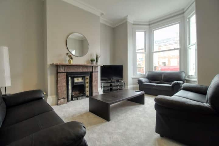 Large 7 bedroom victorian house close to the beach
