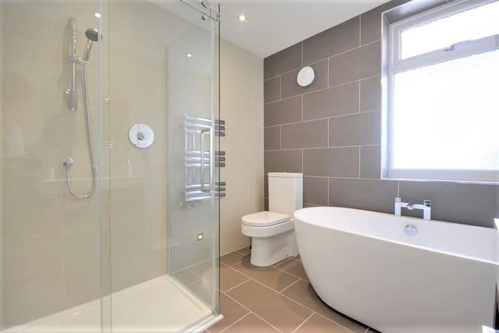 Family Bathroom - Recently renovated