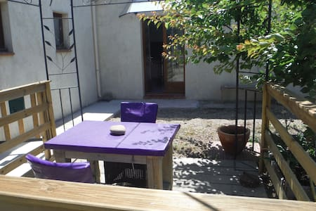 Room type: Entire home/apt Property type: House Accommodates: 4 Bedrooms: 0 Bathrooms: 1.5