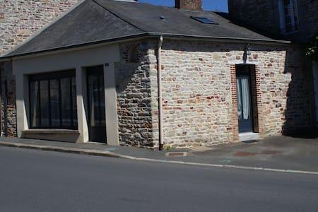 Petite maison - Livré-sur-Changeon