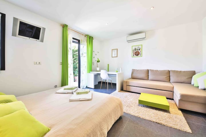 """Suite avec terrasse """"vert anis"""""""