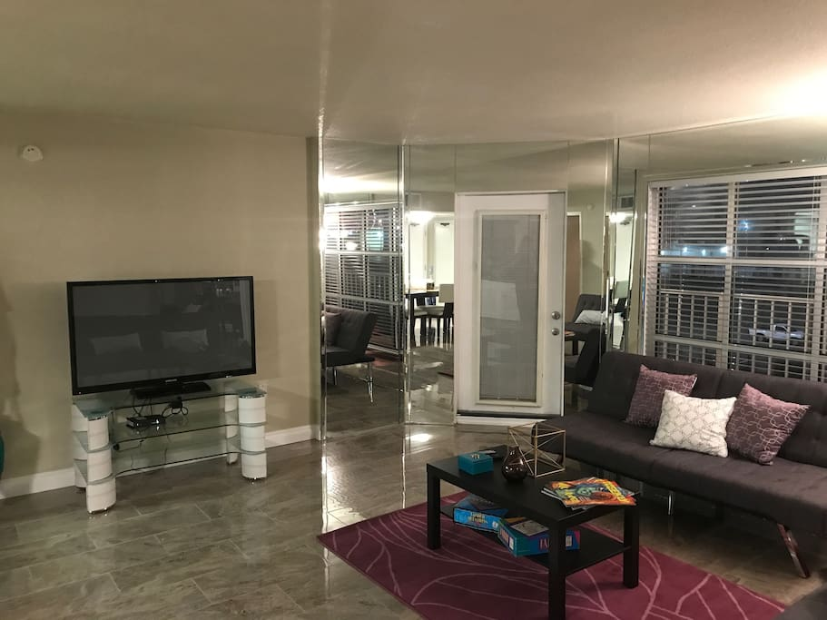 Smart TV, Games and a Relaxing Living Room with a Balcony