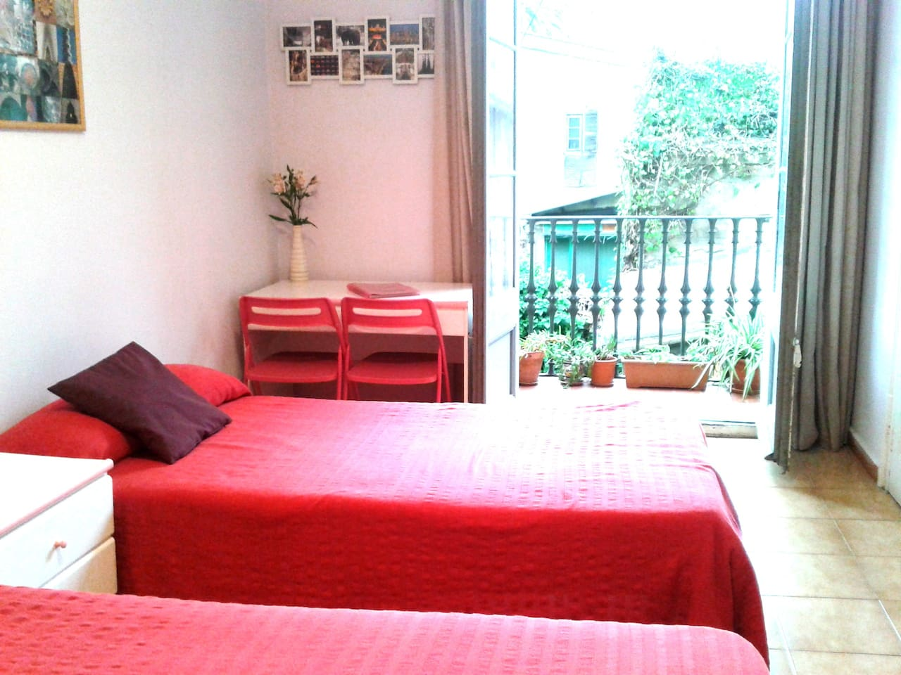 SUPER ROOM (B) with balcony to tast the atmosphere of BCN