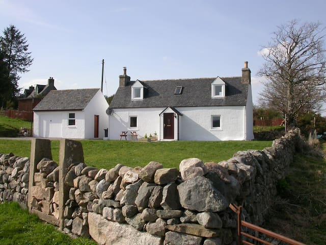 Cosy 2 bedroom cottage in Ardgay - Ardgay - Hus