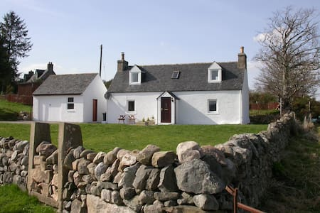 Cosy 2 bedroom cottage in Ardgay - Ardgay - Casa