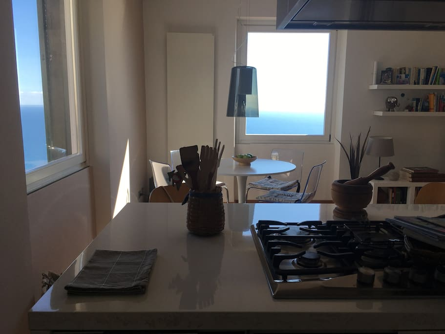 Kitchen/living with seaview