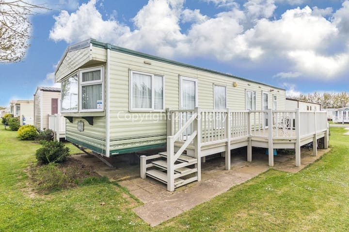 6 berth mobile home by the seaside resort of Manor park in Hunstanton ref 23004W