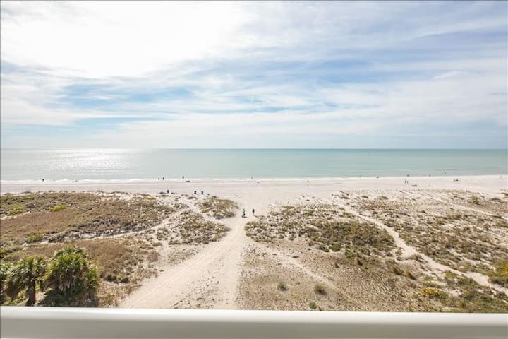 Brand New Luxury 100% Gulf Front 2B/2Ba Condo