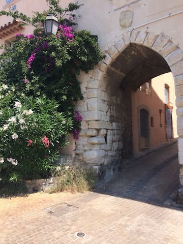 Studio de charme dans un beau village médiéval - Le Castellet - Apartamento