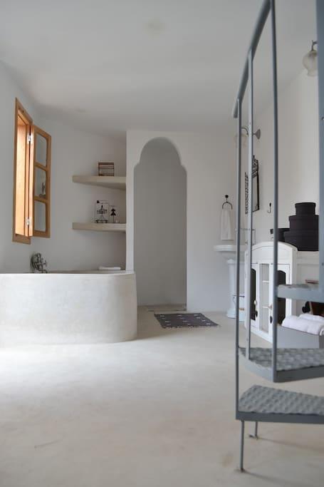 Salle de bain WC séparé.