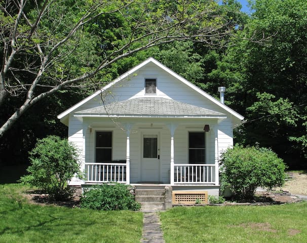 Spring Cottage in the Catskills