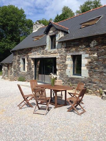 Charming house in private propriety - Sainte-Brigitte - Huis