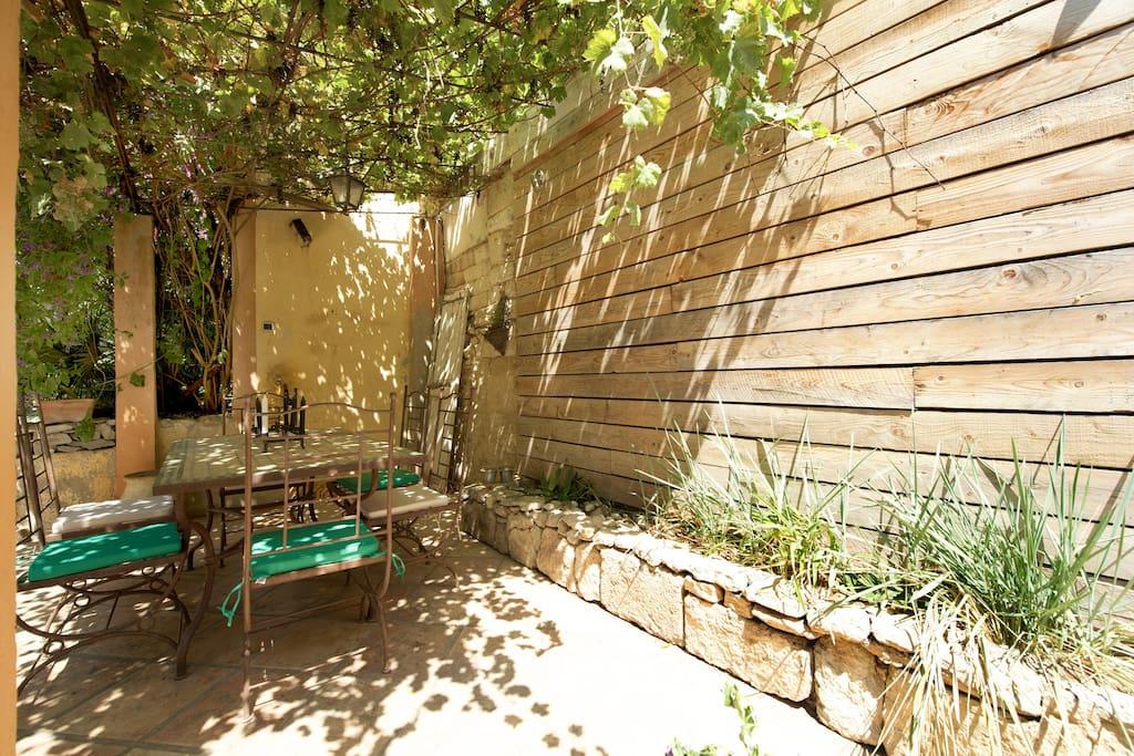 Montpellier maison et jardin cosy houses for rent in - Maison jardin condominium montpellier ...
