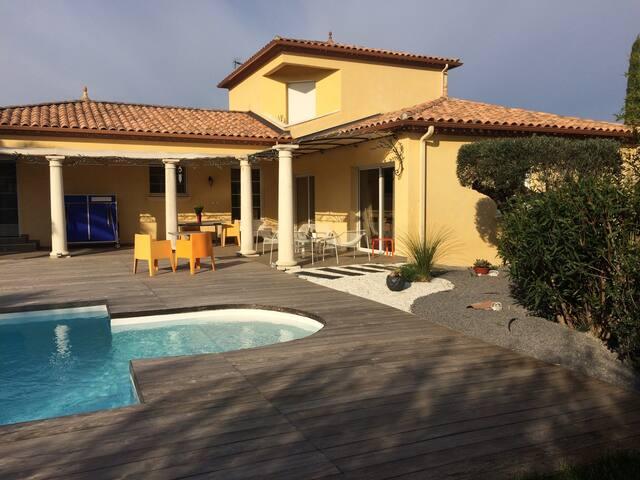 Magnifique villa - Saint-Drézéry - วิลล่า