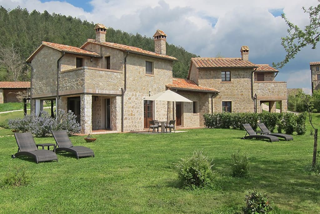 Under the tuscan sun houses for rent in roccalbegna for Rent a house in tuscany