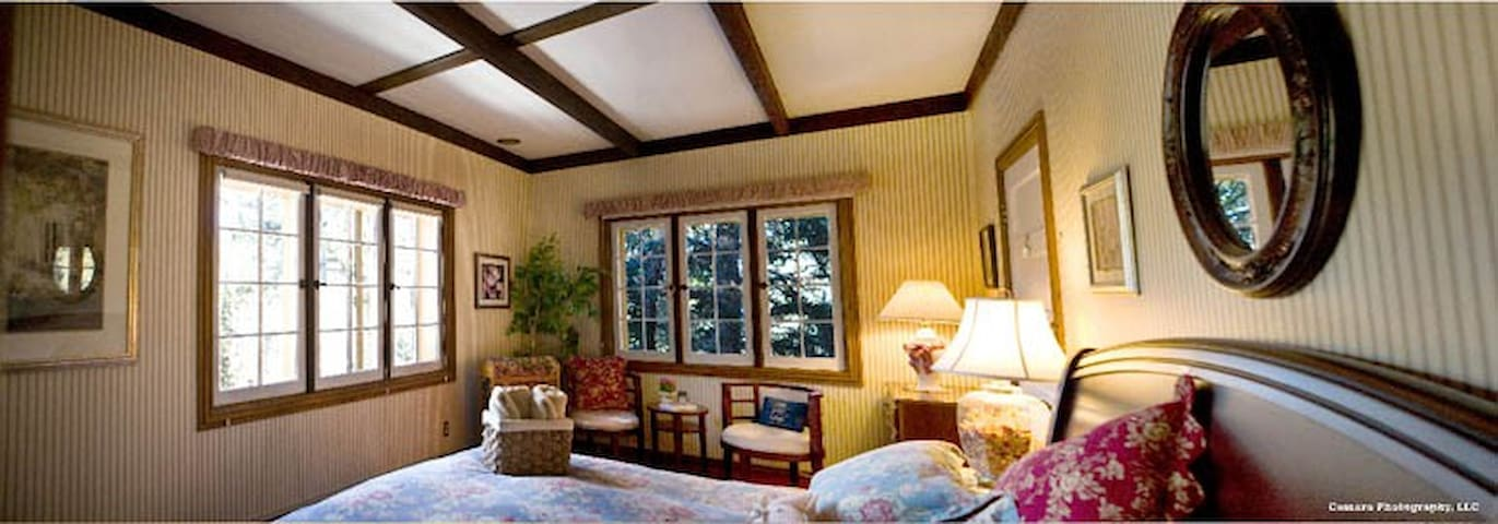 Cozy Mountain Bed&Breakfast (Wild Rose Room) - Pine - Bed & Breakfast