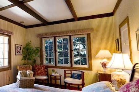 Cozy Mountain Bed&Breakfast (Wild Rose Room) - Pine - Penzion (B&B)