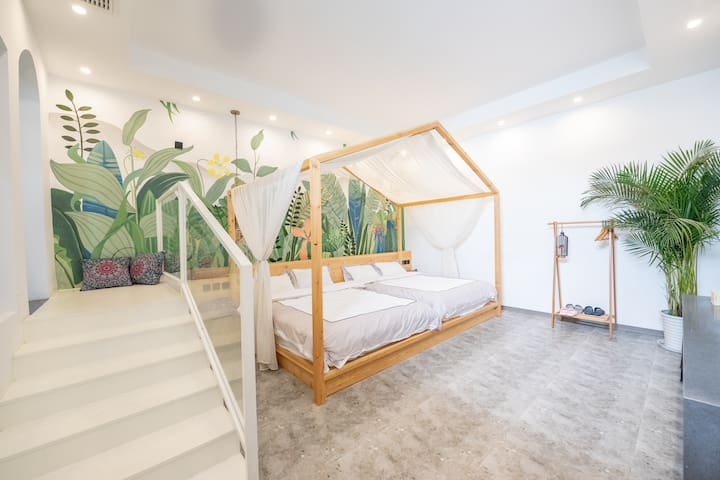 客房面积34平米,床垫为1.5米✖️2米两张,可拼接成3米✖️2米大床。