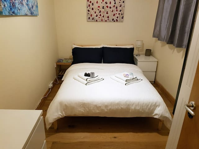 Comfy dbl. bedroom - close to CityCentre & Airport - Dublin - Appartement