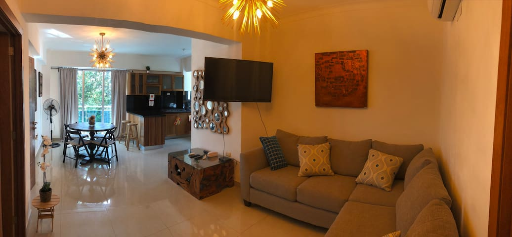 Gazcue steps from Zona Colonial. All Amenities!