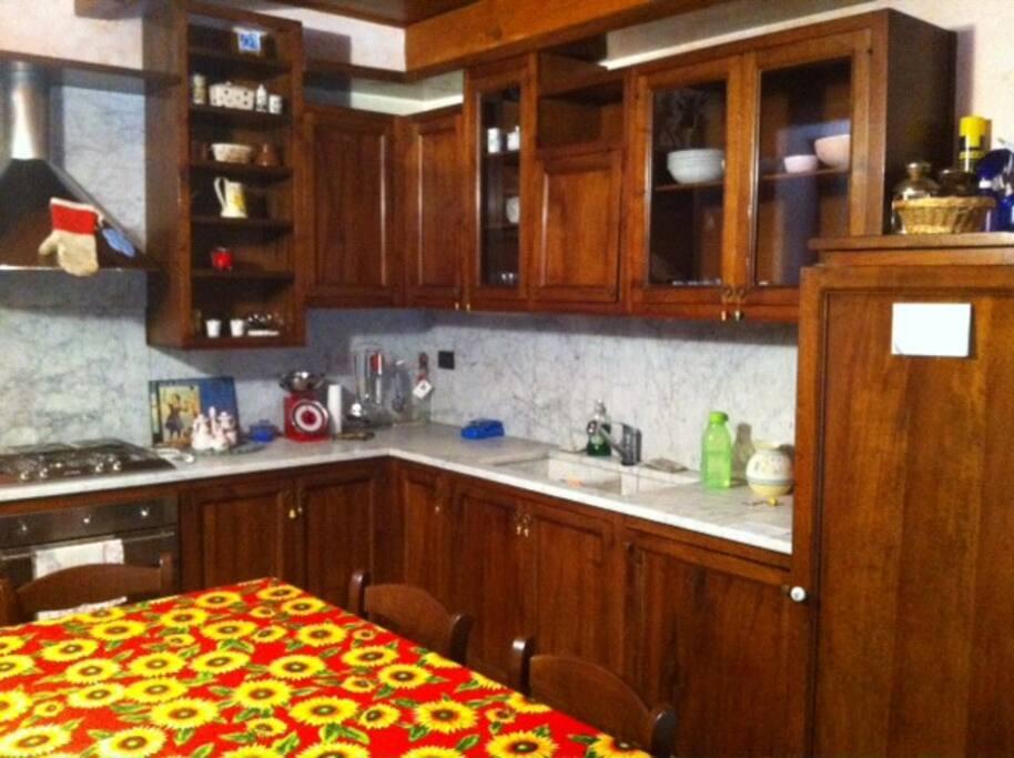Cucina con accesso al terrazzo Kitchen with terrace access