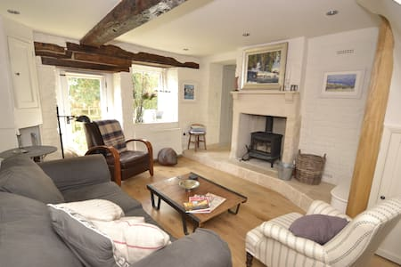 Magical secret cottage near Bath - Bradford-on-Avon - House