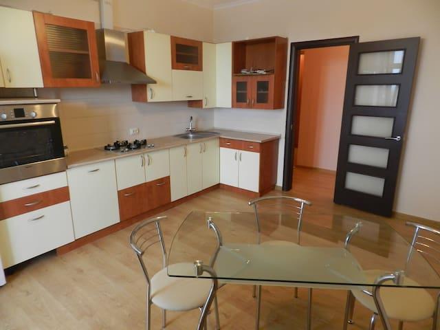 нова квартира + інтернет - Lviv - Apartemen
