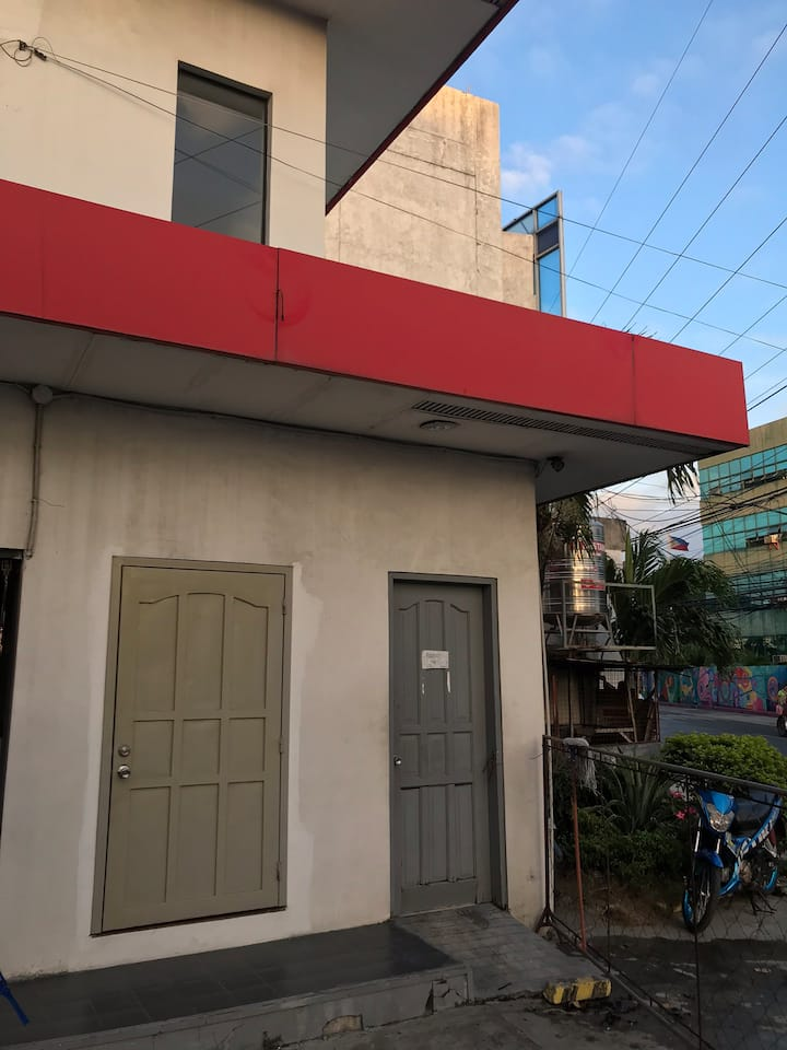 Iloilo's New Studio Apartment huge space w kitchen