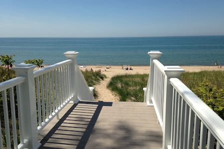 Bright Beach Cottage on Shady Oak - Michigan City