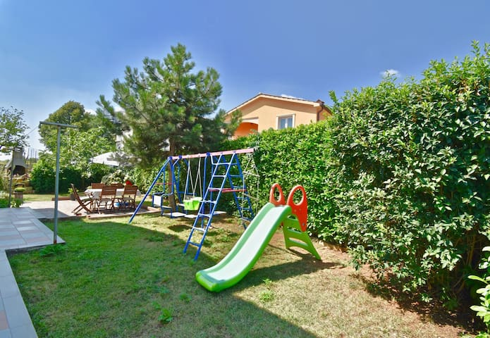 Relaxing rural apartmetnt with playground and grill