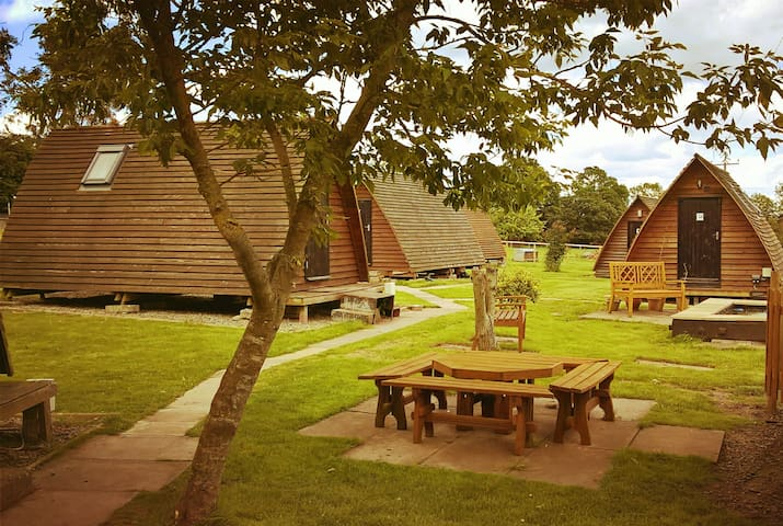 Glamping Wigwams@Churchbridge  (Wiltshire Wigwam)