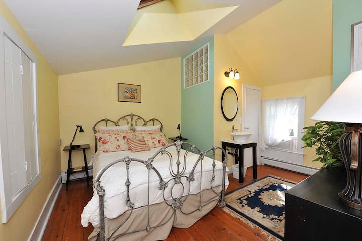 Charming Bank House - Warwick - Bed & Breakfast