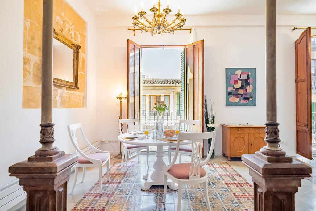 Essbereich fotografiert von der Küche