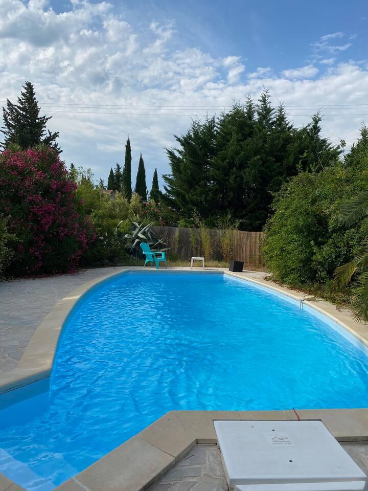 Rez de jardin à étage  avec piscine