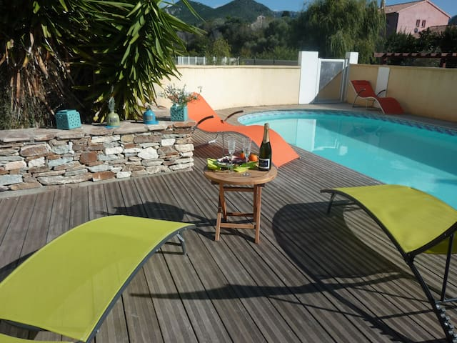 RARE CENTRE ST FLO VILLA PISCINE - Saint-Florent - House