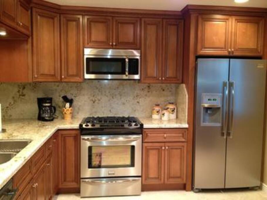 Upgraded Kitchen, New Stainless Steel Appliances, Granite Counter Tops, Tile Flooring