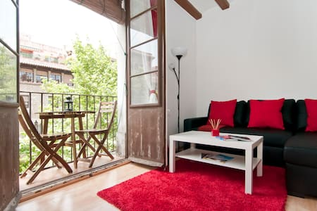 Charming and Sunny apt Heart of BCN - Barcelona - Apartment
