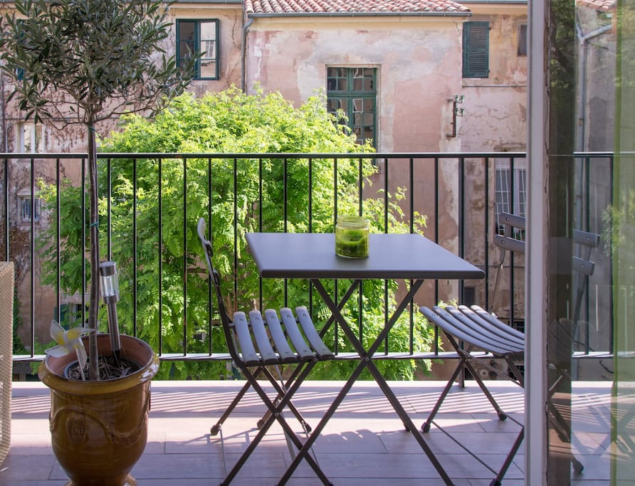 historic aix balcony car space quiet flats for rent in aix en provence provence alpes. Black Bedroom Furniture Sets. Home Design Ideas