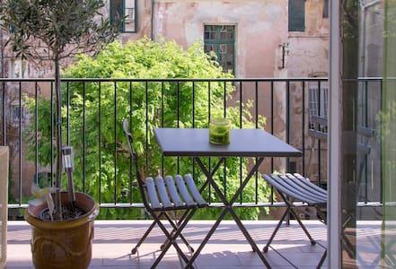Historic Aix - Balcony + Car space - Quiet - Aix-en-Provence