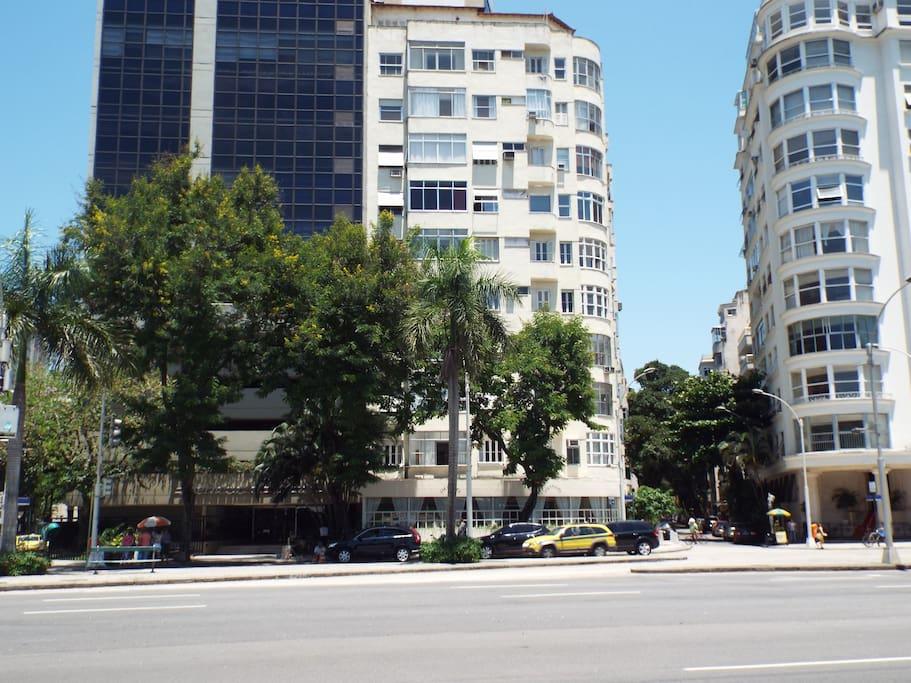 Building  (Edifício )